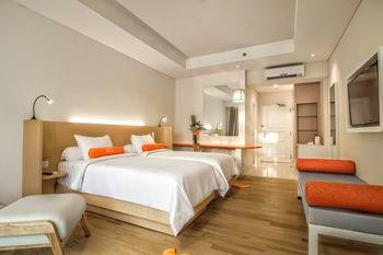HARRIS Waterfront Batam - HARRIS Room Triple Package Regular Plan