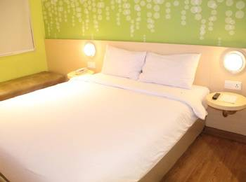 Zest Hotel Jemursari Surabaya - Zest Queen Room Only Regular Plan