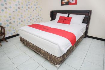 RedDoorz near Bundaran Garuda 2 Palangka Raya - RedDoorz Room Basic Deals