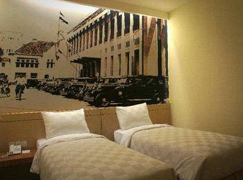 Feodora Hotel Grogol - Deluxe Room With Breakfast Regular Plan