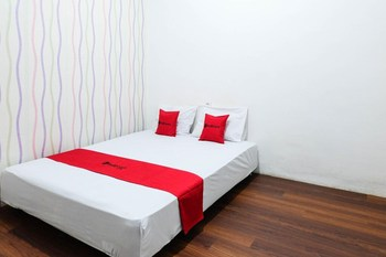 RedDoorz near Ahmad Yani Airport 3 Semarang - RedDoorz Room Regular Plan
