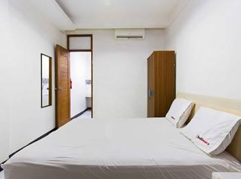 RedDoorz @Rempoa Jakarta - RedDoorz Room Regular Plan