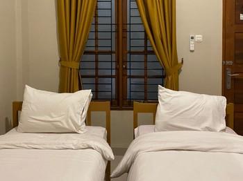 RedDoorz @ Joyce Guest House Medan Medan - RedDoorz Twin Room Basic Deal
