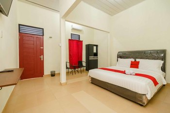 RedDoorz Plus @ Setiabudi Medan 4 Medan - RedDoorz Room Basic Deal