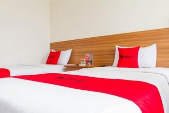 RedDoorz Plus @ Surapati 2 Bandung - RedDoorz Twin Room 24 Hours Deal