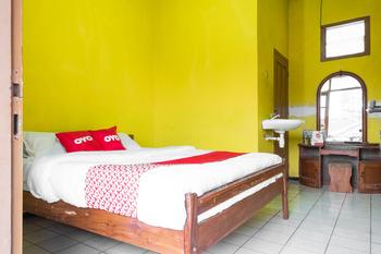 OYO 1719 Penginapan Rizky Pasuruan - Standard Double Room Regular Plan
