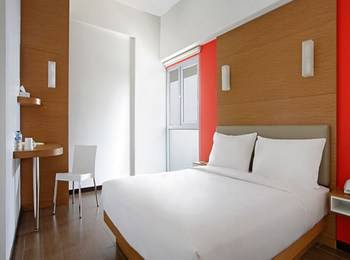 Amaris Embong Malang - Smart Room Queen Staycation Offer Regular Plan