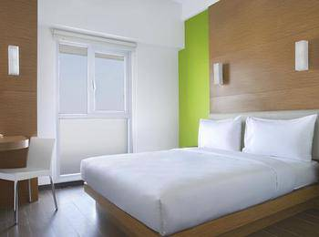 Amaris Embong Malang - Smart Room Queen Staycation Offer Room Only Regular Plan