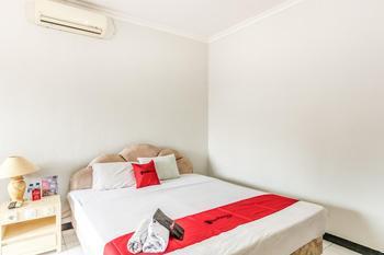 RedDoorz Plus @ Prawirotaman Area Yogyakarta - RedDoorz Deluxe Room 24 Hours Deal