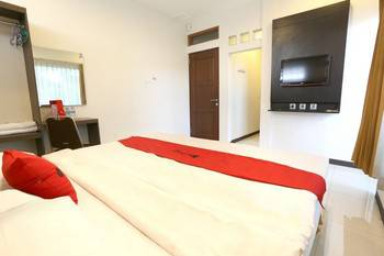 RedDoorz near Braga Street Bandung - RedDoorz Room with Breakfast Regular Plan