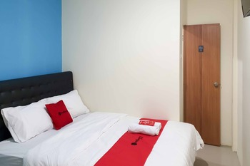 RedDoorz @ Darmo Park 1 Surabaya Surabaya - RedDoorz Room with Breakfast Regular Plan