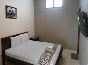 Ndalem Suratin Guest House Yogyakarta - Tulip Room Regular Plan