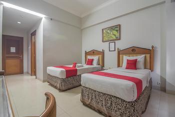 RedDoorz Syariah Plus near Gasibu 2  Bandung - RedDoorz Deluxe Twin Room Basic Deal