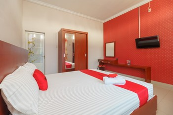 RedDoorz Syariah near UISU Medan Medan - RedDoorz Twin Room Regular Plan