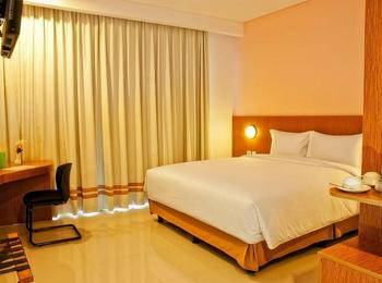 Pomelotel Jakarta - Superior Room With Breakfast Best Deal