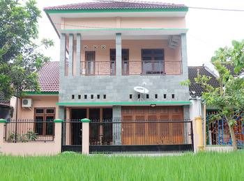 Simply Homy Guest House UTY Jalan Kabupaten