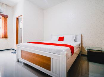 RedDoorz near Taman Rekreasi Selecta Malang - RedDoorz Room Regular Plan