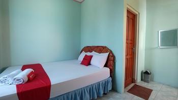 RedDoorz near Mangrove Forest Kupang Kupang - RedDoorz Room KETUPAT