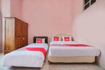OYO 2061 Rizki Dhira Guest House Syariah Yogyakarta - Standard Family Room Regular Plan