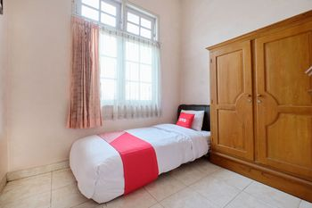 OYO 2061 Rizki Dhira Guest House Syariah Yogyakarta - Saver Single Room Regular Plan