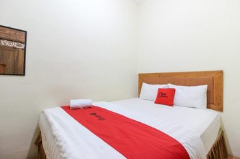 RedDoorz near AMIKOM Yogyakarta 2 Yogyakarta - RedDoorz Room with Breakfast Regular Plan