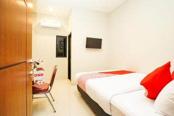 OYO 449 The Colins Surabaya -  Standard Double Room Regular Plan