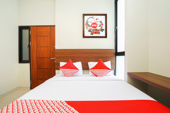 OYO 449 The Colins Surabaya -  Standard Double Room Regular Plan