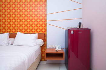RedDoorz near Paris Van Java Mall 2 Bandung - RedDoorz Suite Room LM
