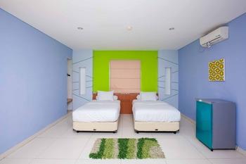 RedDoorz near Paris Van Java Mall 2 Bandung - RedDoorz Suite Twin Room Best Deal