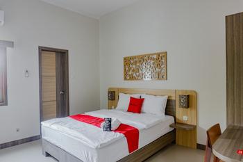 RedDoorz near Jogja City Mall 4 Yogyakarta - RedDoorz Suite Room 24 Hours Deal