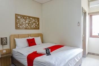 RedDoorz near Jogja City Mall 4 Yogyakarta - RedDoorz Deluxe Room 24 Hours Deal