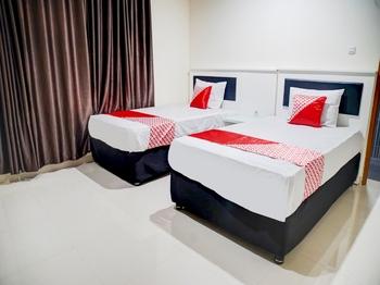 OYO 90394 Guest House Sentosa Makassar - Standard Twin Room Last Minute Deal