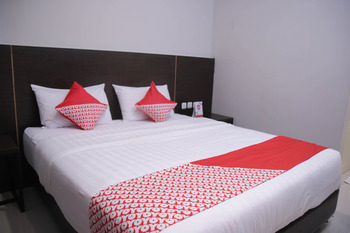 OYO 1006 Azzahra Guest House Ambon - Standard Double Room Promotion