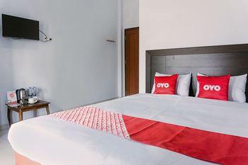 OYO 1565 Hotel Homiko Pacitan - Deluxe Double Room Early Bird