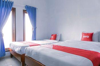OYO 1565 Hotel Homiko Pacitan - Standard Twin Room Regular Plan