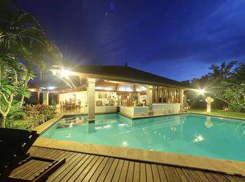 Senyum, Traditional 4BR Cliff View