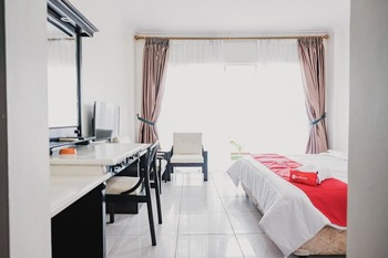 RedDoorz Plus near Pelabuhan Merak Cilegon - RedDoorz Room with Breakfast KETUPAT