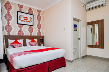 OYO 897 d'Dhave Hotel Padang - Deluxe Double Room Regular Plan