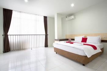 RedDoorz @ Pelajar Pejuang 3 Bandung - RedDoorz Deluxe Room Regular Plan