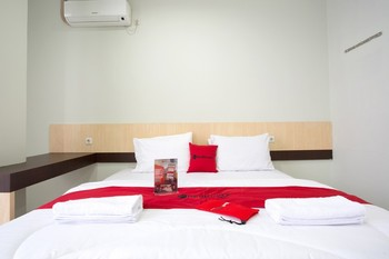 RedDoorz @ Pelajar Pejuang 3 Bandung - RedDoorz Room with Breakfast Regular Plan