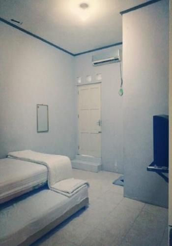 Wisma Ayank Padang - Twin Bed Regular Plan