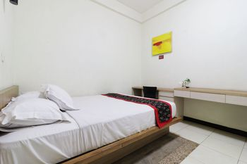 Rumah Tawa Guesthouse 2 Bandung - Double Room NR Min Stay 2N 44%
