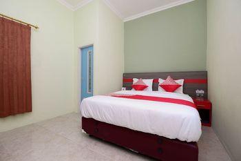 OYO 1620 Sion Family Residence Grobogan - Deluxe Double Room Regular Plan