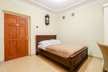 HOG Batu Guest House Syariah Malang - Deluxe Double Room with Bath NR Min 2 Nights 43%