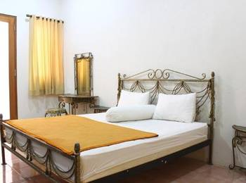 D' Palma Guesthouse by Dadistay Bogor - Room Only Today's Offer
