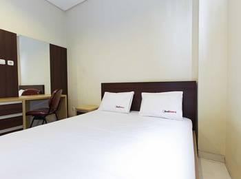 RedDoorz Taman Kebon Sirih Jakarta - RedDoorz Room Special Promo Gajian!