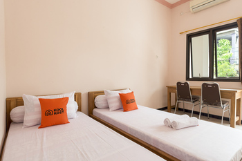 KoolKost Syariah near UPN Veteran Surabaya - KoolKost Twin Room Limited Time Deal