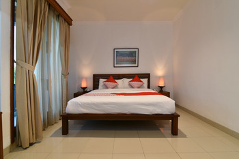 OYO 190 BSB Hotel Bali - Standard Double Regular Plan