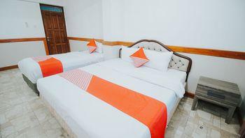OYO 1209 Tirtasari Nice Guesthouse Bandung - Suite Triple Regular Plan