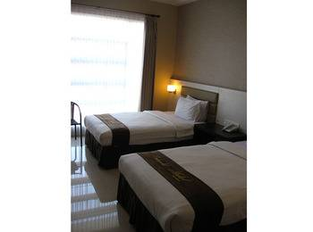 Hotel Emerald Surabaya - Deluxe Plus Twin Merry Christmas & Happy New Year
